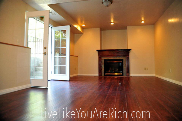 How to Save Money on a Renovating and Decorating a Living Room