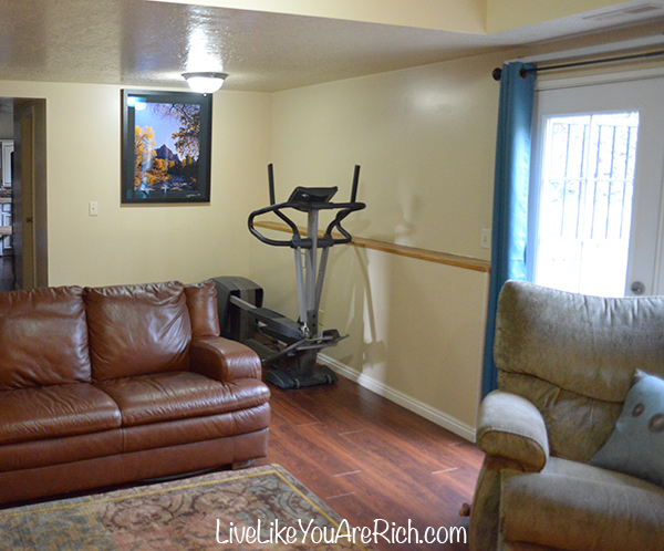 How to Save Money on Renovating and Decorating a Living Room