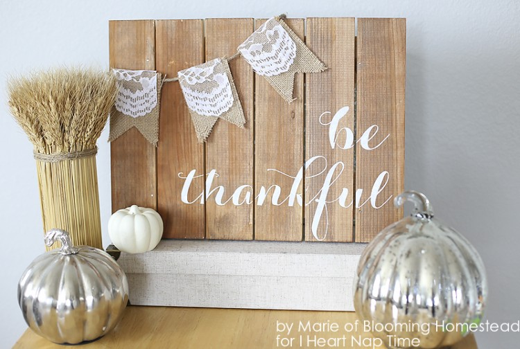 1Be-Thankful-Pallet-Art-by-Blooming-Homestead