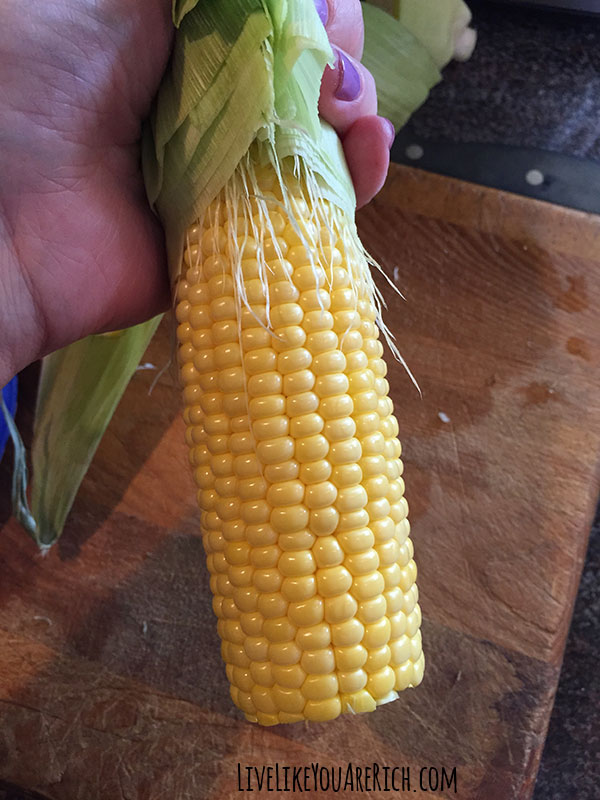 How to Quickly Make Corn on the Cob in just a few minutes without water.