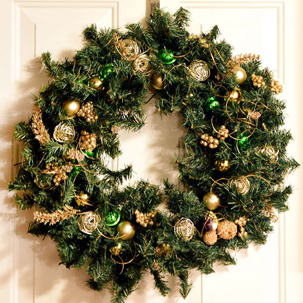 How to Make a Dollar Store Christmas Wreath